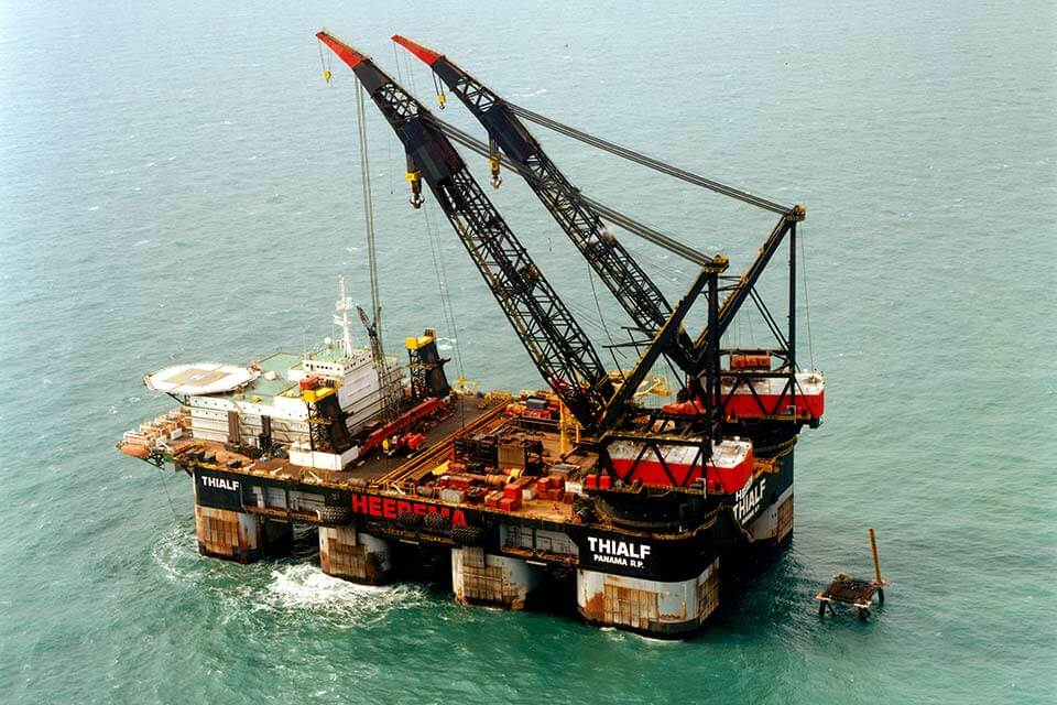 Construction vessel sections buckling check